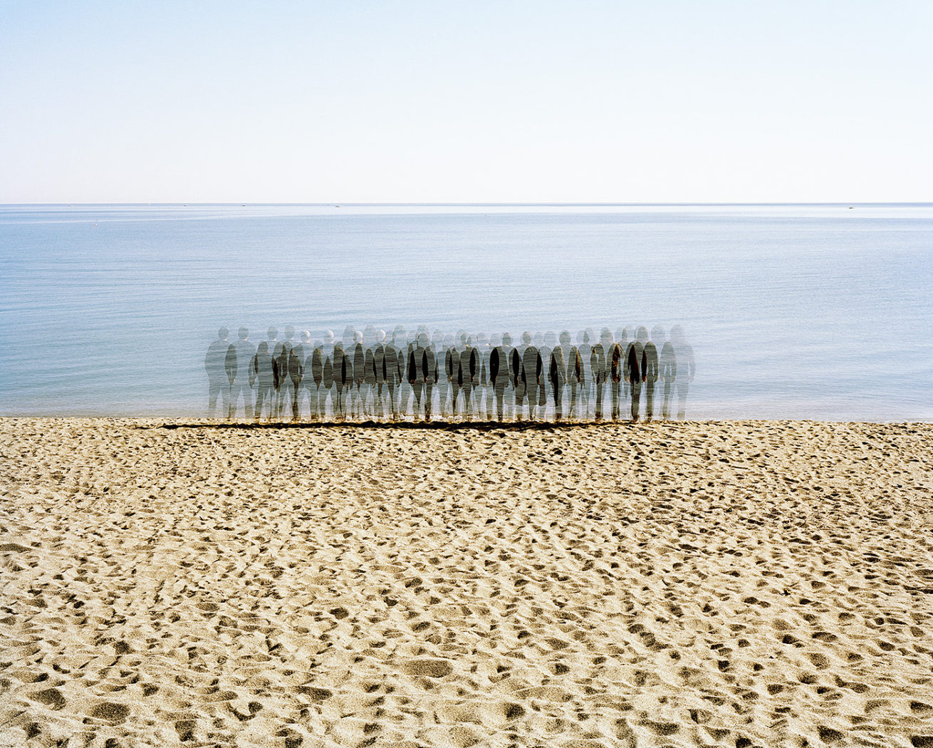 © Richard Petit - Border Line - ghosts on the beach 2019_052